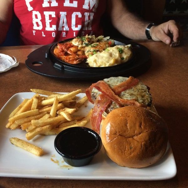 Photo taken at TGI Fridays by Tori A. on 11/1/2015