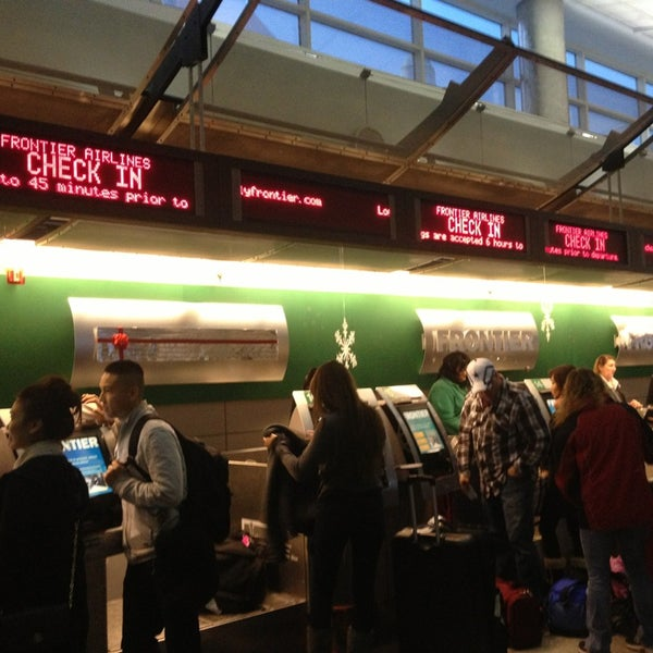 Denver United Terminal: Frontier Airlines Ticket Counter