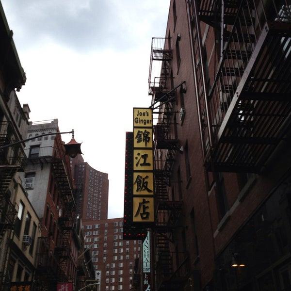 Photo taken at Joe's Ginger 锦江饭店 by Liz C. on 6/17/2013