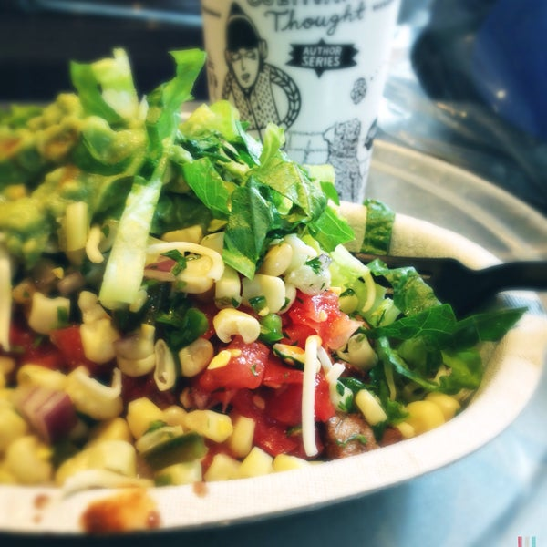 Photo taken at Chipotle Mexican Grill by Buddhafied on 11/2/2015