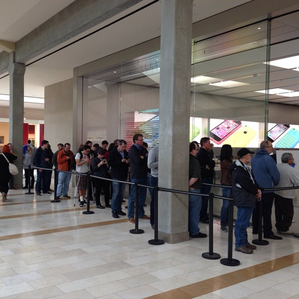 Photo taken at Apple Store, Bellevue Square by Oleg M. on 11/1/2013
