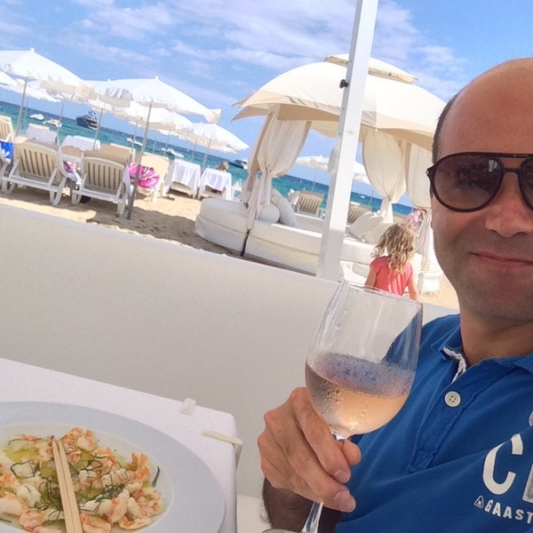 Photo taken at Club les Palmiers by Yu® Y. on 9/12/2014