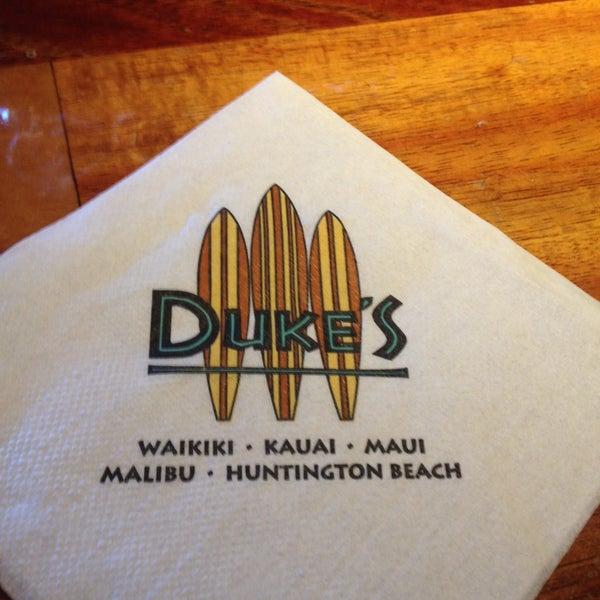 Photo taken at Duke's Waikiki by Elise W. on 5/10/2013