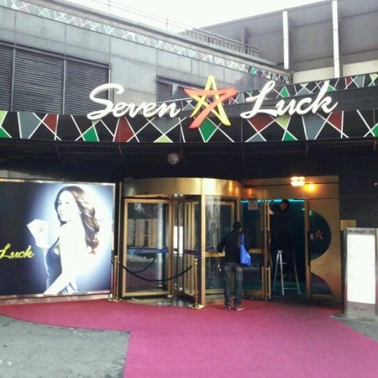 Photo taken at 세븐 럭 카지노 (Seven Luck Casino) by Yuuichi A. on 2/9/2013