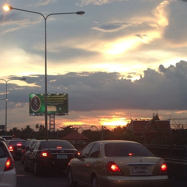 Photo taken at ด่านฯ ดาวคะนอง (Dao Khanong Toll Plaza) by Kennoi K. on 6/3/2014