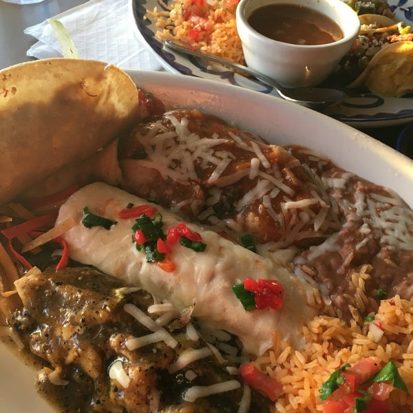 Photo taken at El Torito by Yvonne P. on 4/1/2016