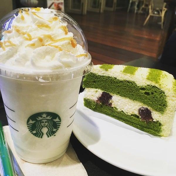 Photo taken at Starbucks by Jer K. on 11/19/2016