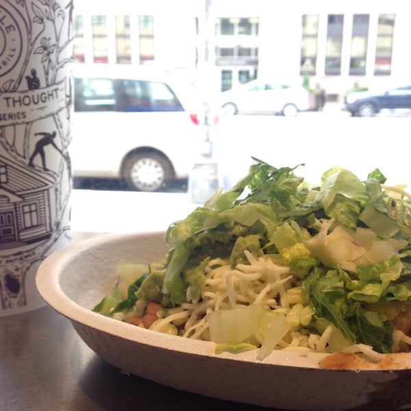 Photo taken at Chipotle Mexican Grill by Laurent R. on 6/25/2015