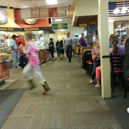 Photo taken at Golden Corral by Dave H. on 5/2/2015