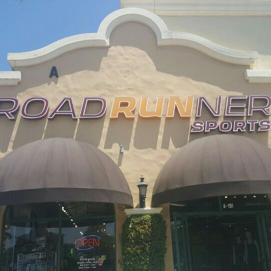Roadrunner sports costa mesa ca for Custom t shirts costa mesa