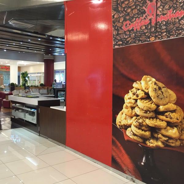Photo taken at Lulu Hypermarket by Mhd S. on 8/25/2016