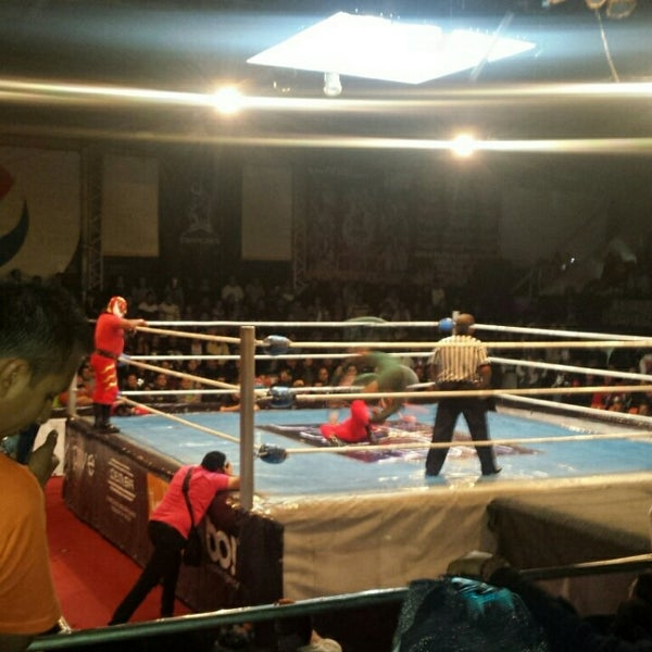 Photo taken at Arena Adolfo Lopez Mateos by Eric A. on 2/1/2015
