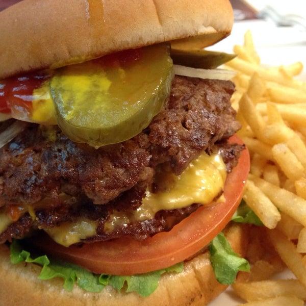 Photo taken at Steak 'n Shake by Eat O. on 12/31/2013