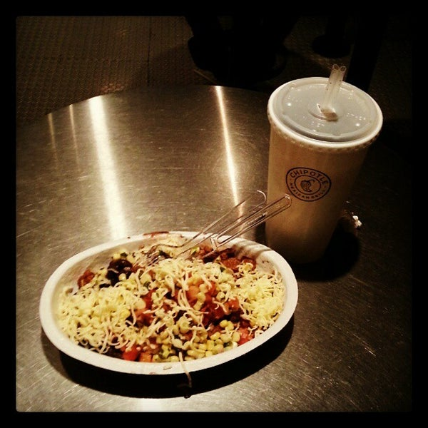 Photo taken at Chipotle Mexican Grill by Jhonny M. on 10/31/2012