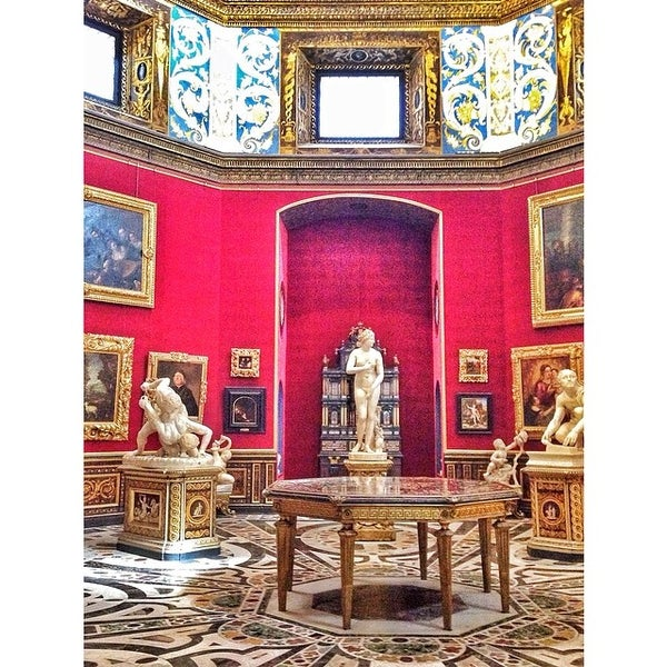 Photo taken at Galleria degli Uffizi by Apple U. on 4/10/2014