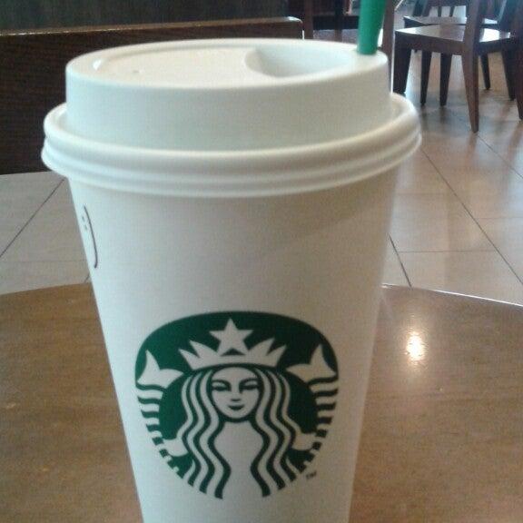 Photo taken at Starbucks by Jhon A. on 2/24/2015