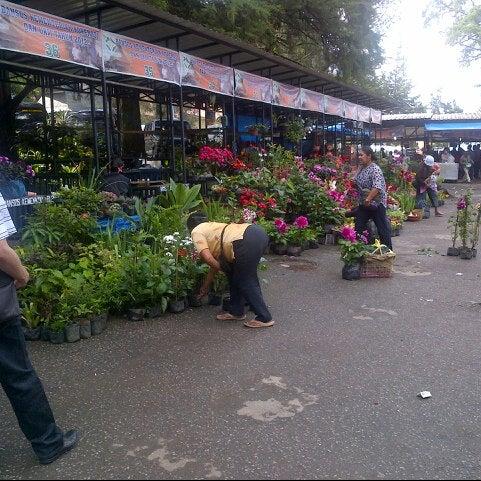 Photo taken at Pasar kaget berastagi by ishak w. on 5/4/2013