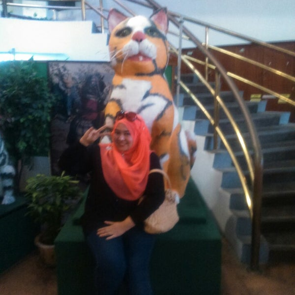 Photo taken at Cat Museum (Muzium Kucing) by Wan Hazammy W. on 1/25/2015