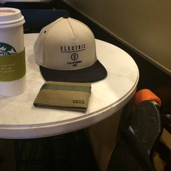 Photo taken at Starbucks by Eddie E. on 7/11/2014