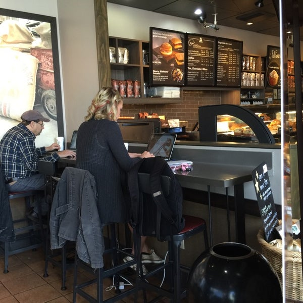 Photo taken at Starbucks by Jean Y. on 10/6/2014