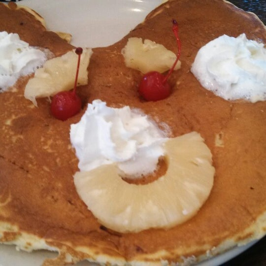 Photo taken at Southern Belle's Pancake House by Maribeth R. on 3/30/2014
