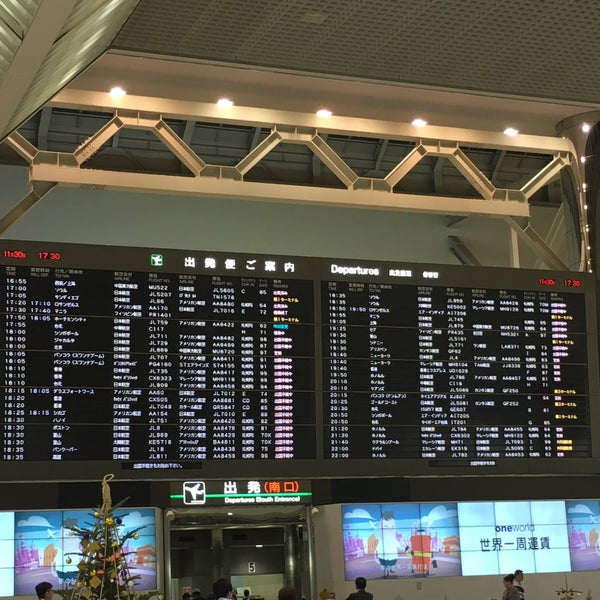 Photo taken at Departure Lobby - Terminal 2 by asami . on 11/30/2015