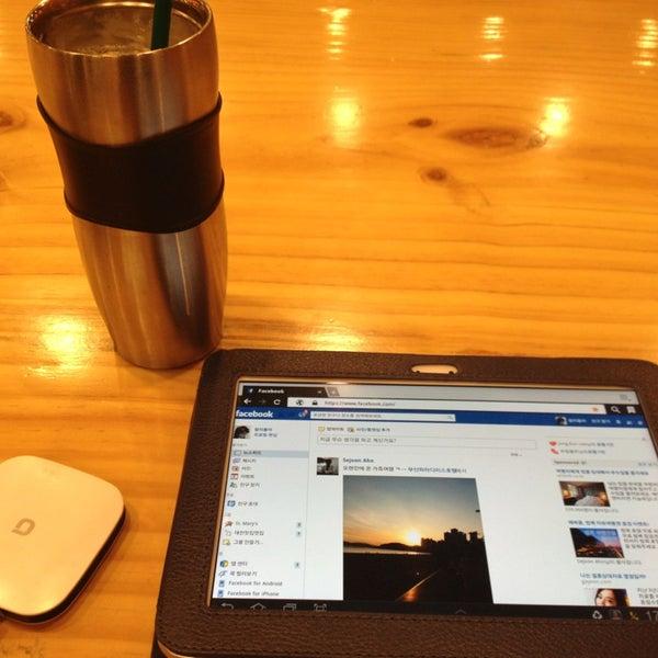 Photo taken at Starbucks by charlie K. on 11/8/2013
