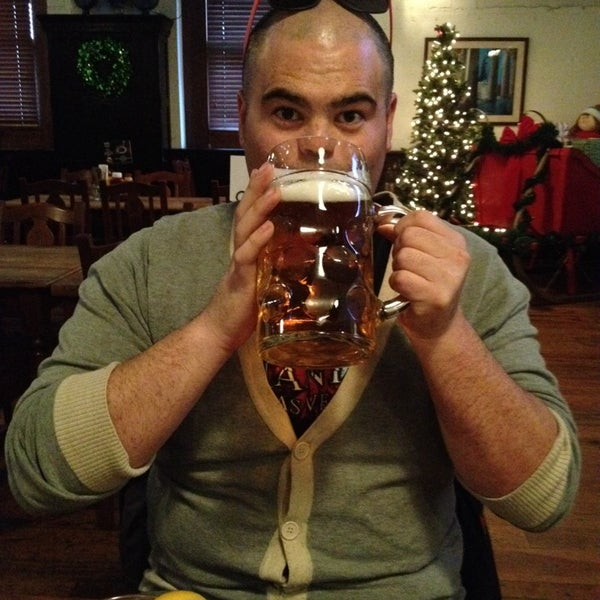 Photo taken at Hofbräuhaus Newport by Tj K. on 12/22/2013