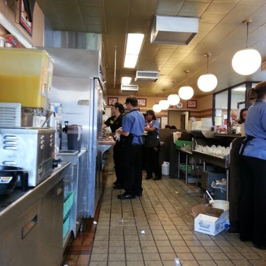 Photo taken at Waffle House by Dante M. on 10/14/2012