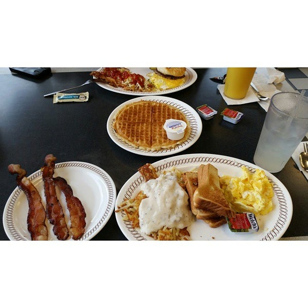 Photo taken at Waffle House by Jamar on 10/12/2014