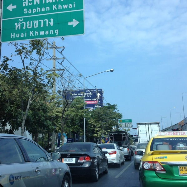 Photo taken at แยกสุทธิสาร (Sutthisan Intersection) by Suphattida M. on 1/18/2014