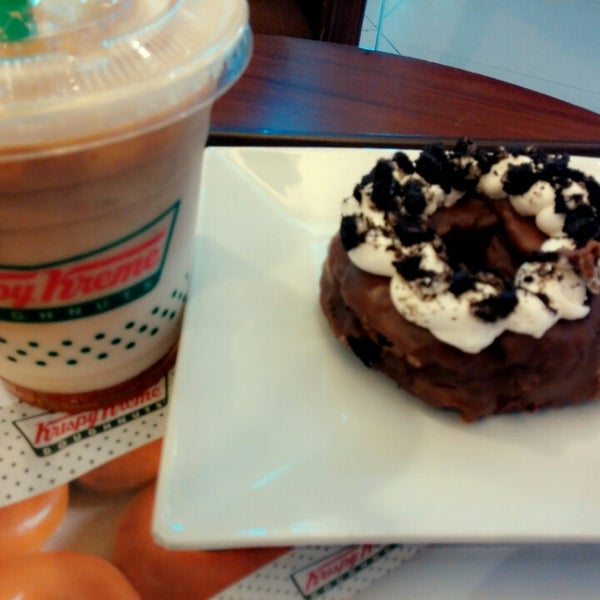 Photo taken at Krispy Kreme by JHam M. on 3/31/2014