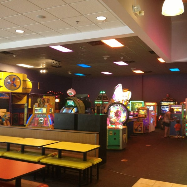Photo taken at Peter Piper Pizza by Valerie B. on 6/6/2013