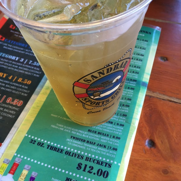Photo taken at Sandbar Sports Grill by Philip P. on 5/18/2015