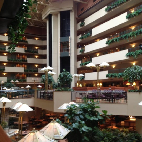 embassy suites by hilton omaha downtown old market hotel. Black Bedroom Furniture Sets. Home Design Ideas