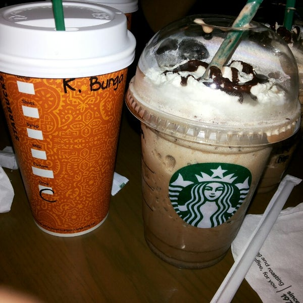 Photo taken at Starbucks by Bunga V. on 7/6/2014