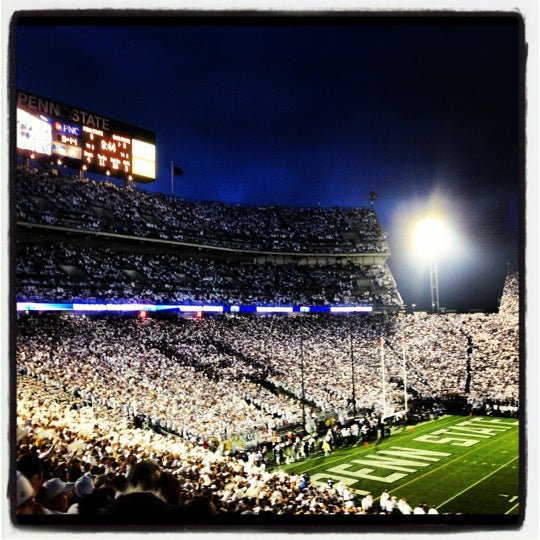 Photo taken at Beaver Stadium by Dereck A. on 10/29/2012