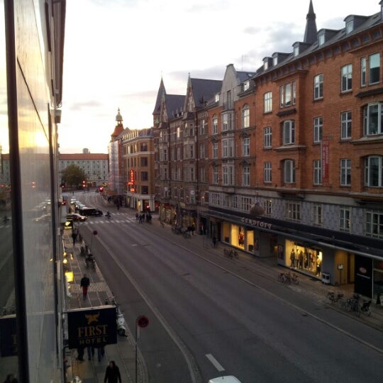 Photo taken at Comfort Hotel Vesterbro by Fatih G. on 10/8/2012