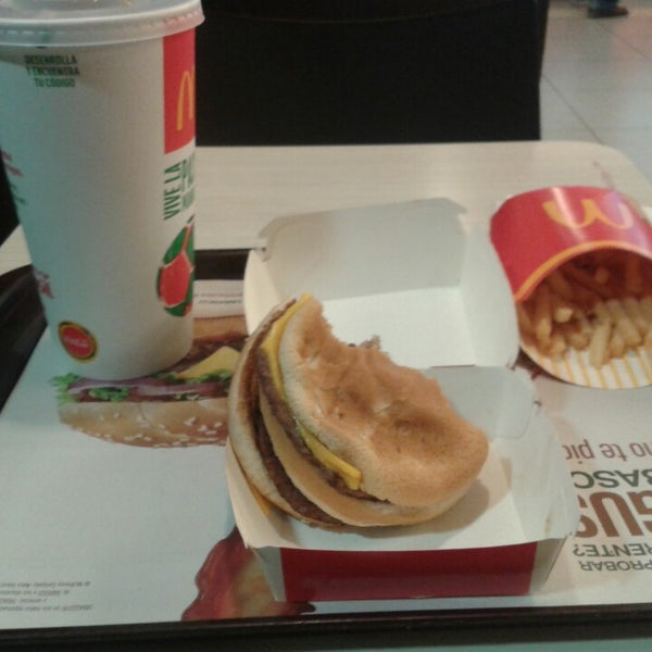 Photo taken at McDonald's by Jueves De Wings on 3/3/2014