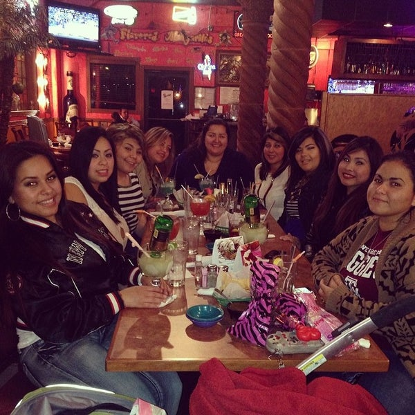 Photo taken at Mamacitas Mexican Restaurant by Roxy V. on 2/13/2014