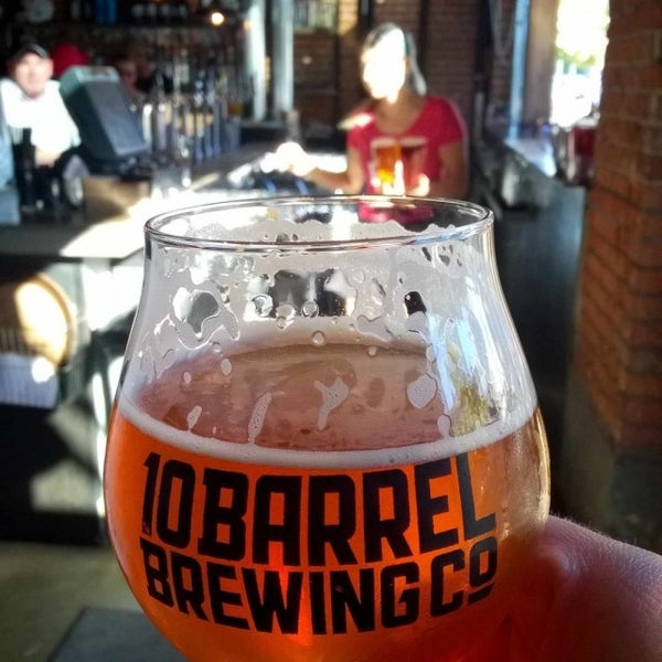 Photo taken at 10 Barrel Brewing by Dan R. on 8/12/2016