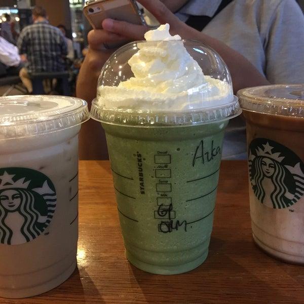Photo taken at Starbucks by Erwinda N. on 3/19/2016