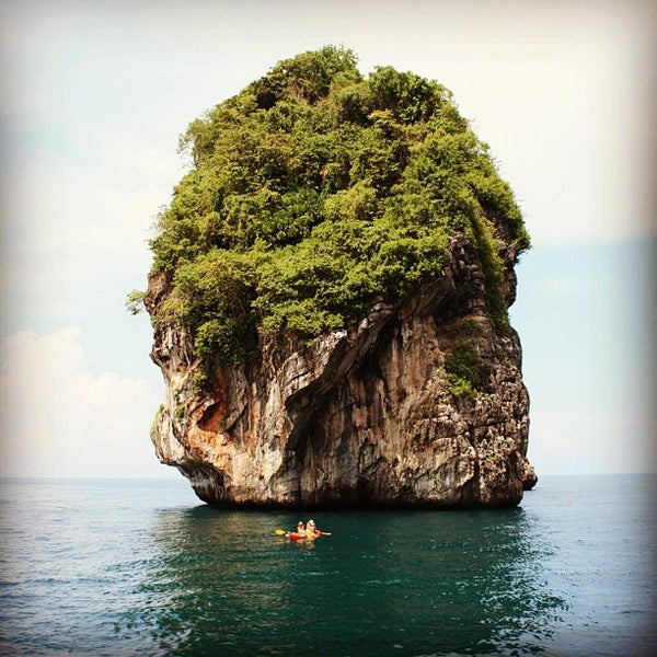 Photo taken at เกาะพีพีดอน (Koh Phi Phi Don) by Y_yula on 11/16/2012