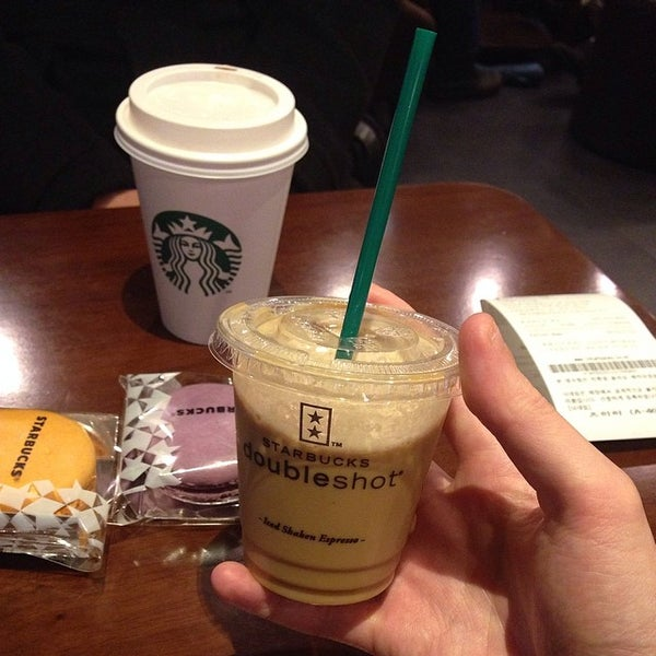 Photo taken at Starbucks by Hyunghwan C. on 3/12/2014
