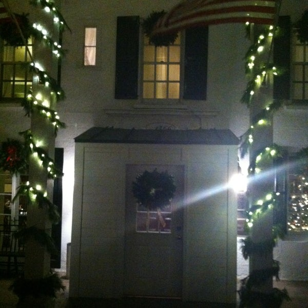 Photo taken at Beekman Arms-Delamater Inn by Chris W. on 12/26/2012