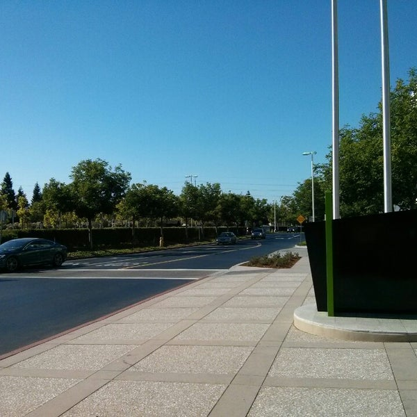 Photo taken at Apple Inc. by Habib on 7/9/2014