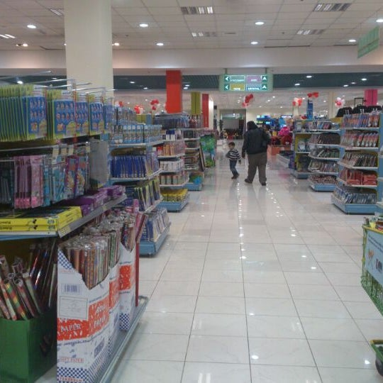 Photo taken at Lulu Hypermarket مركز اللولو by Rishi D. on 2/14/2013