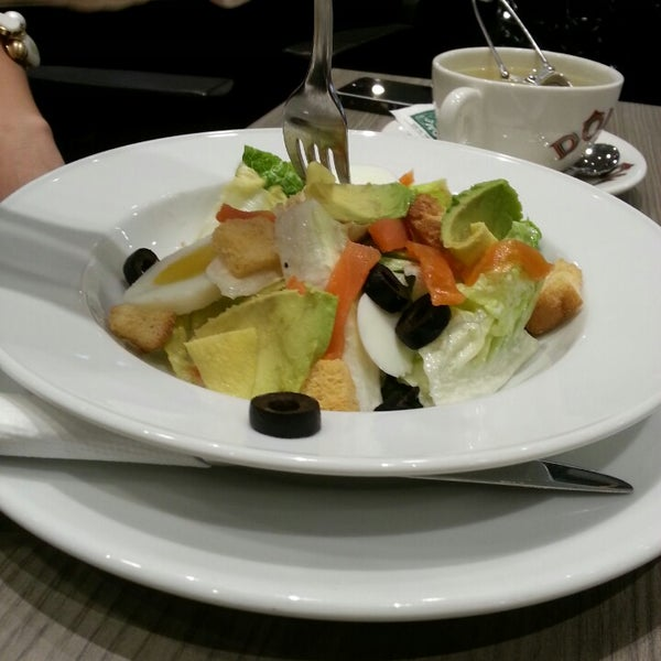 The serving size of the caesar salad ($14.90) is d most pathetic tat I hv ever come across. :(