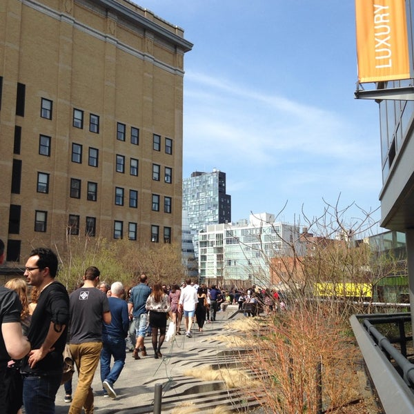 Photo taken at High Line 10th Ave Amphitheatre by Linda V. on 4/13/2014