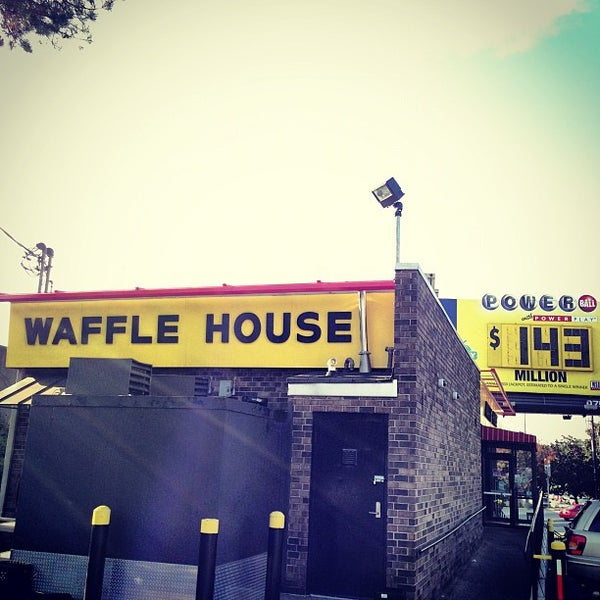 Photo taken at Waffle House by Benjamin G. on 11/4/2012